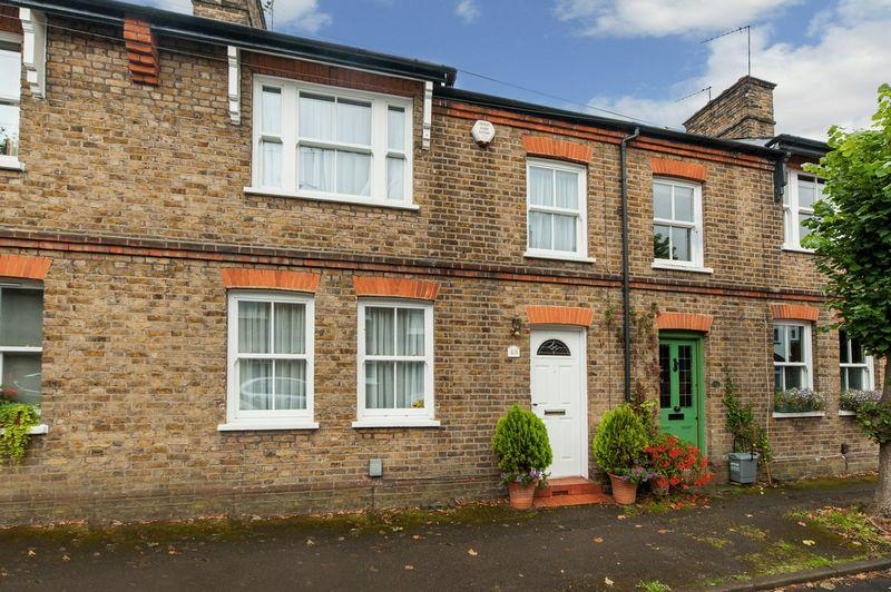 3 Bedrooms Unique Property for sale in Dickinson Square, Croxley Green