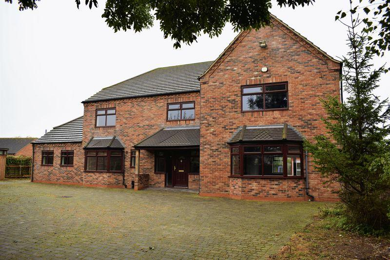 4 Bedrooms Detached House for sale in West Street, Hibaldstow