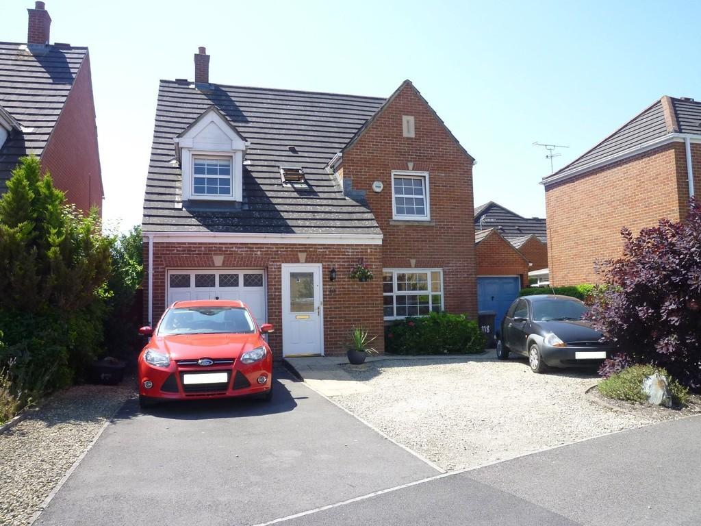4 Bedrooms Detached House for sale in Hackney Way, Westbury