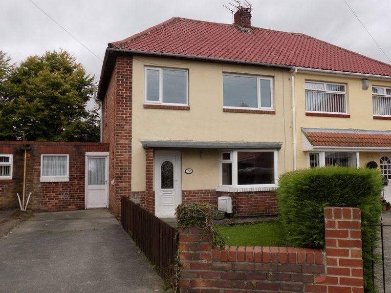 3 Bedrooms Semi Detached House for sale in Hollymount Square, Bedlington