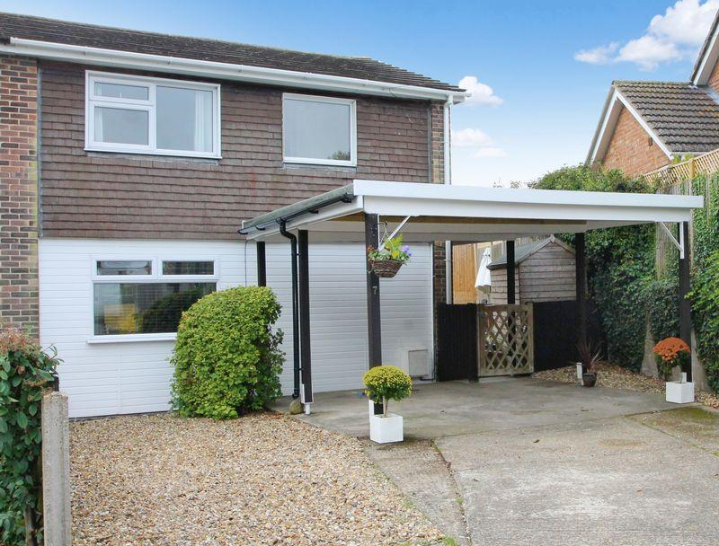 3 Bedrooms Semi Detached House for sale in Fox Close, Lyminge
