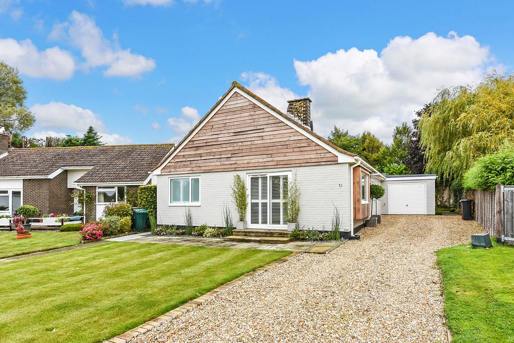 3 Bedrooms Detached Bungalow for sale in The Spinney, Itchenor