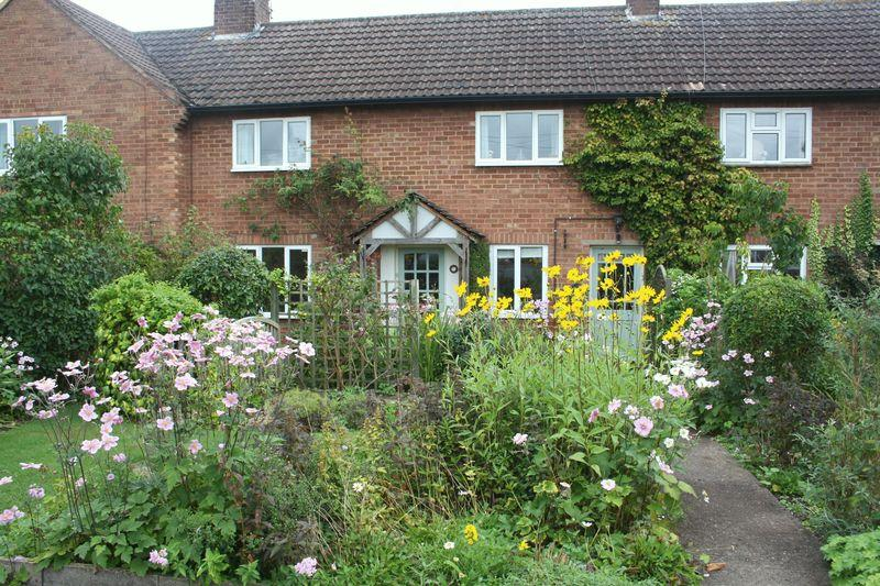 3 Bedrooms Terraced House for sale in Dormston, Worcester