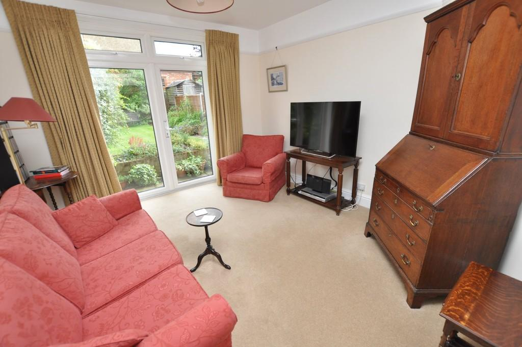 3 Bedrooms Semi Detached House for sale in Madrid Road, Guildford
