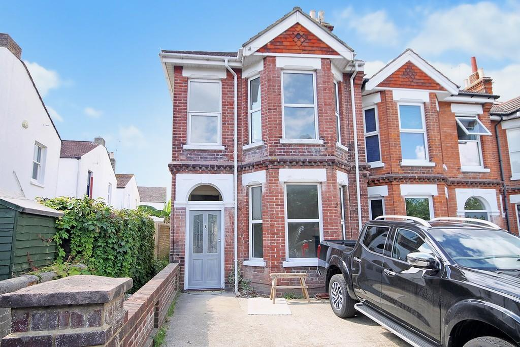 3 Bedrooms End Of Terrace House for sale in Park Road, Worthing BN11 2AL