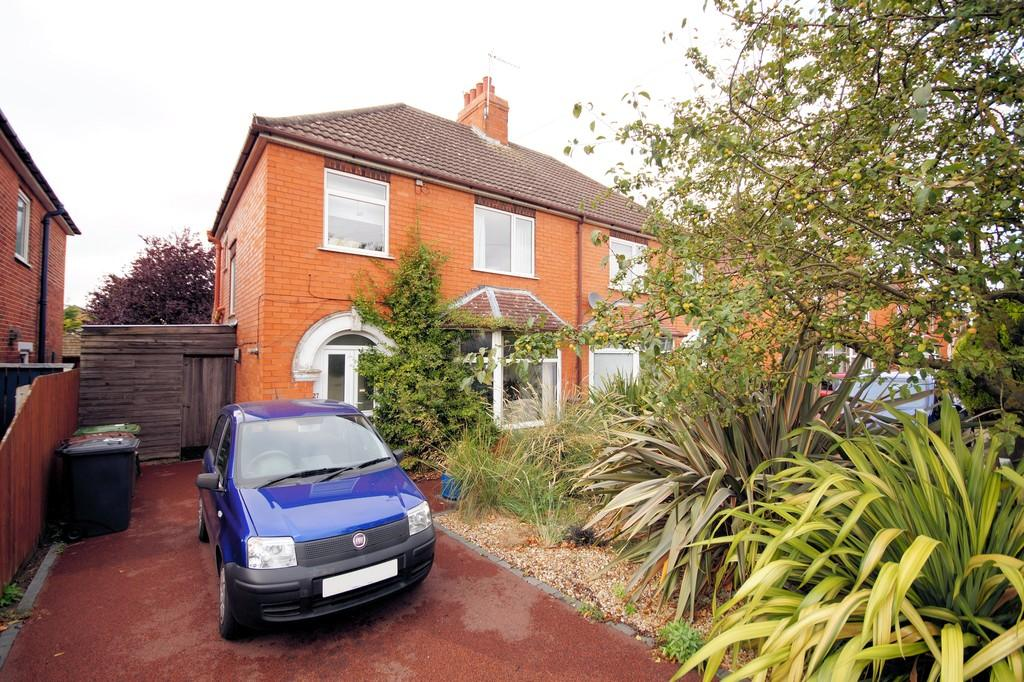 3 Bedrooms Semi Detached House for sale in Bunkers Hill, Lincoln