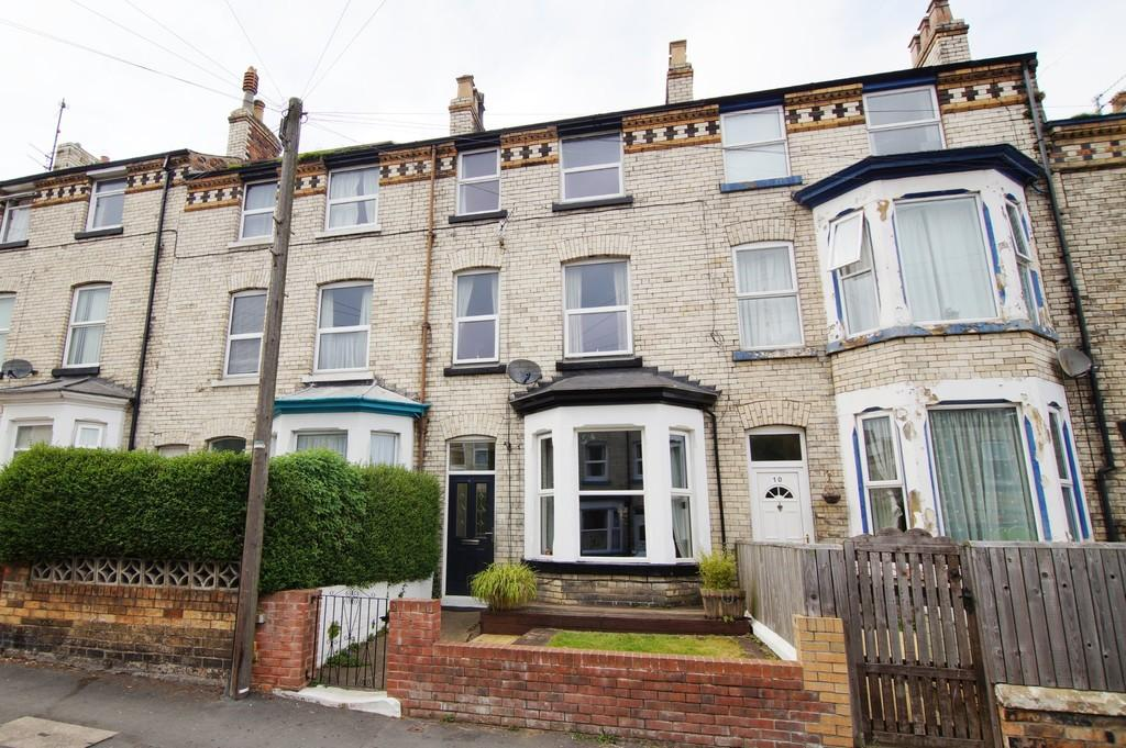 4 Bedrooms Terraced House for sale in Gladstone Street, Scarborough