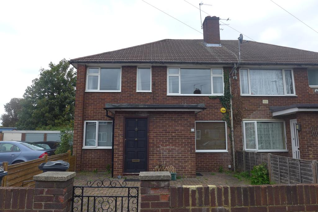 2 Bedrooms Flat for sale in Vineyard Road, Middlesex, Feltham