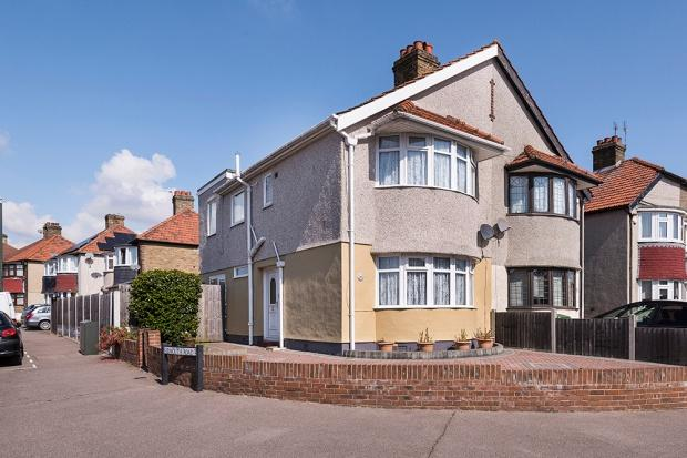 3 Bedrooms Semi Detached House for sale in Budleigh Crescent, Welling, DA16