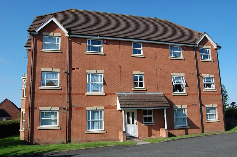 2 Bedrooms Flat for sale in Garrick Close, Earls Keep, Dudley