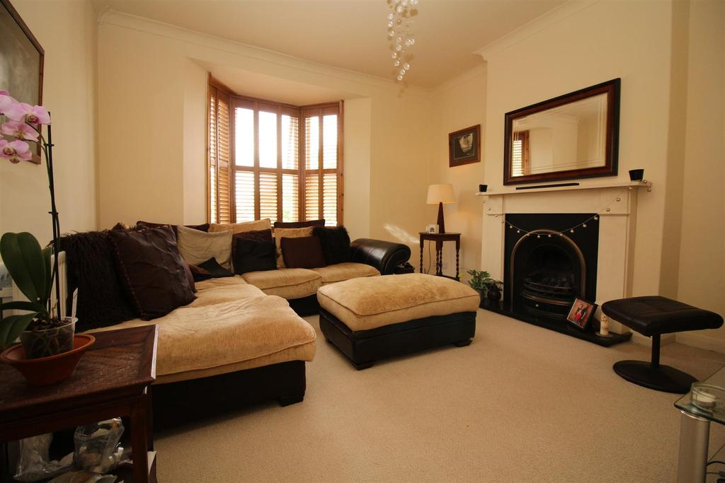 4 Bedrooms Maisonette Flat for sale in Waterville Place, North Shields