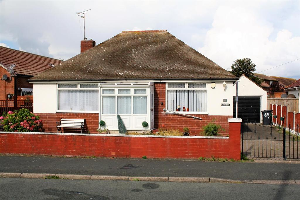 2 Bedrooms Detached Bungalow for sale in Roland Avenue, Kinmel Bay