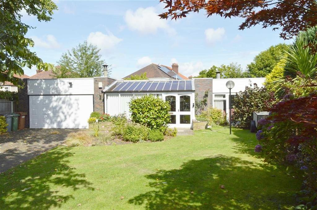 3 Bedrooms Detached Bungalow for sale in Bromborough Village Road, CH62