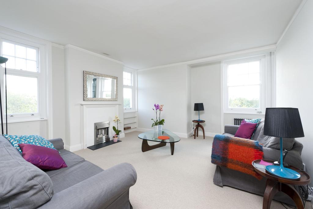 1 Bedroom Apartment Flat for sale in Riverpark Court, Embankment Gardens, Chelsea, London SW3