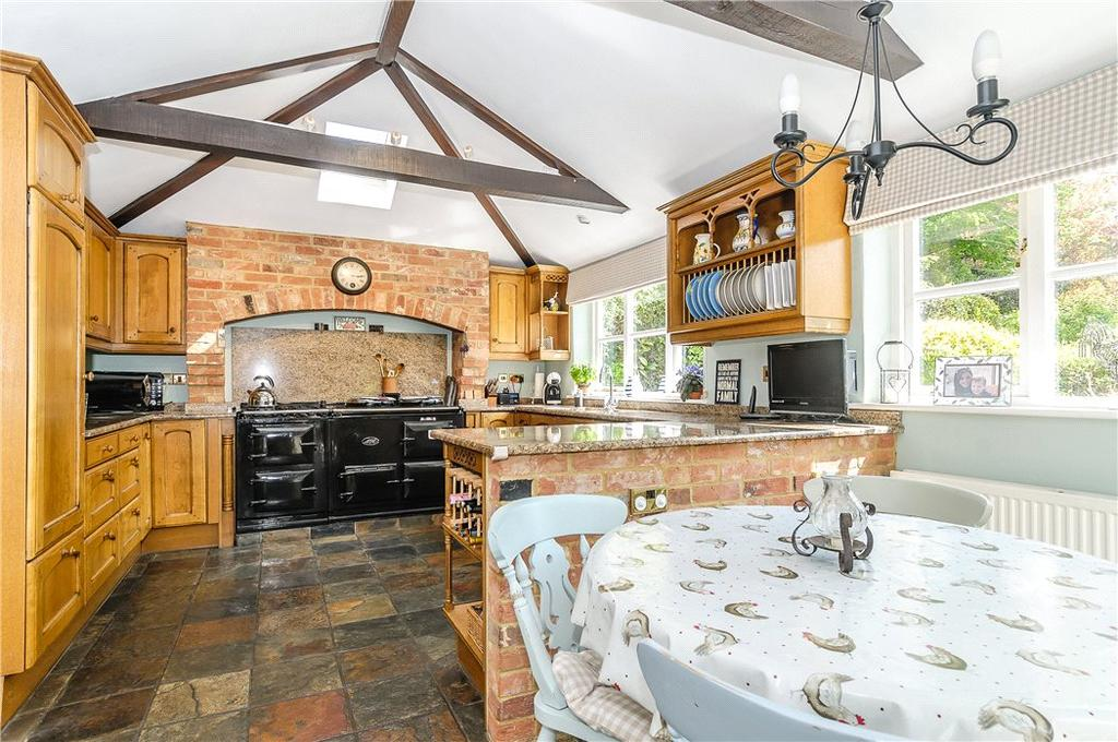 5 Bedrooms Detached House for sale in Rectory Road, Oakley, Basingstoke, Hampshire, RG23
