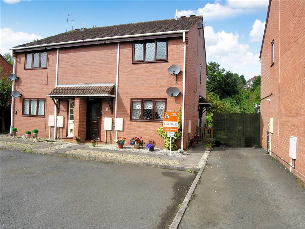 1 Bedroom Flat for sale in St Oswalds Close, Kidderminster, Worcestershire