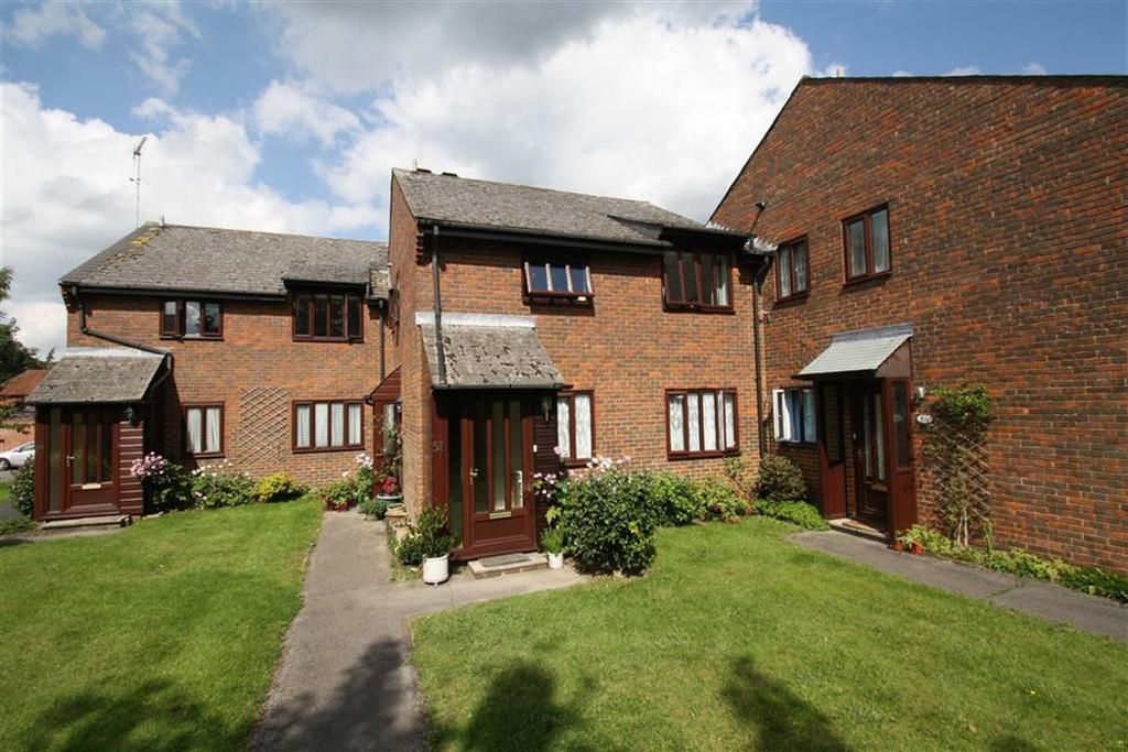 2 Bedrooms Flat for sale in Chiltlee Manor, Liphook, Hampshire, GU30