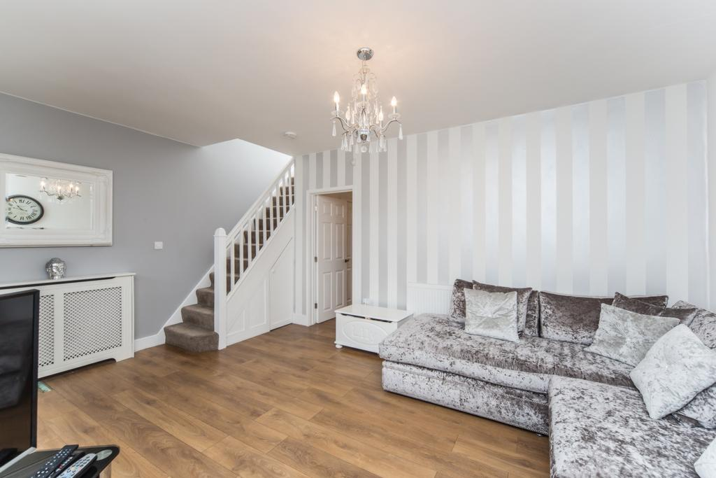 4 Bedrooms Terraced House for sale in Fairway, Woodford Green, IG8