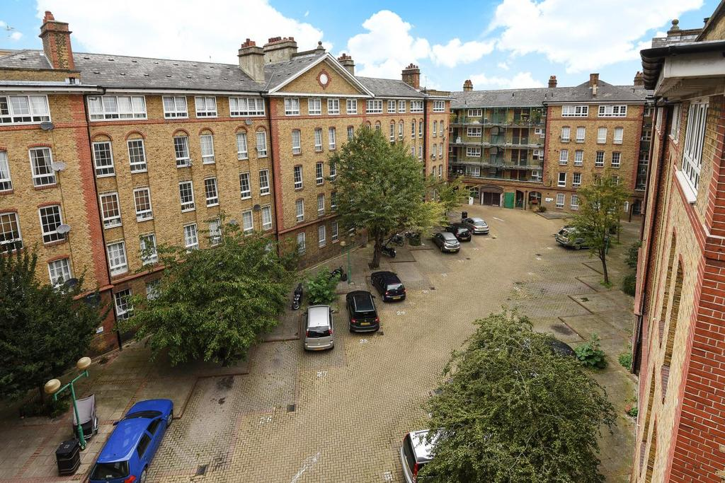 2 Bedrooms Flat for sale in Swan Road, Rotherhithe