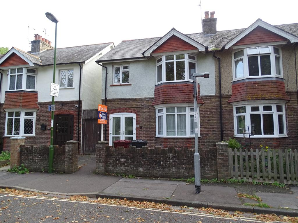 3 Bedrooms Semi Detached House for sale in Chichester