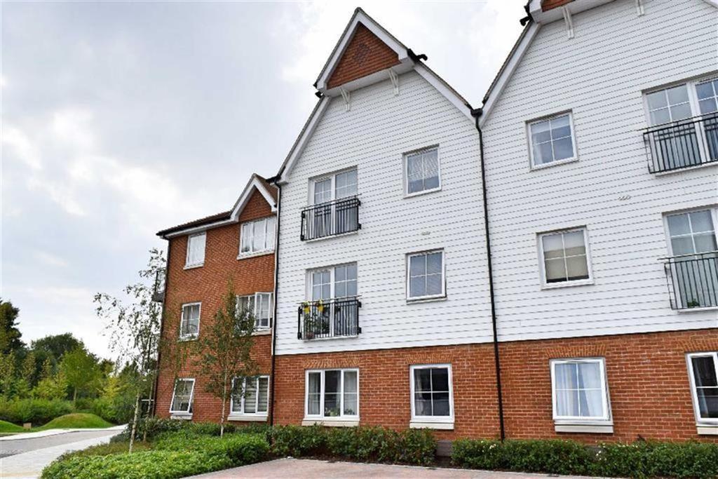 1 Bedroom Flat for sale in Swinton Court, Dunton Green, TN14
