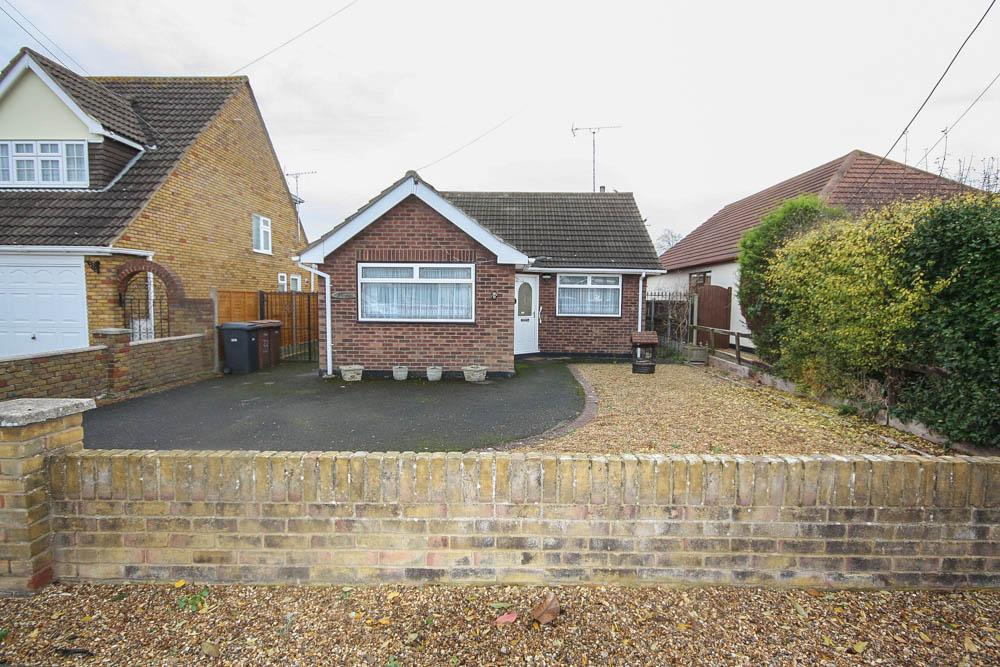 2 Bedrooms Detached Bungalow for sale in Carlton Road, Wickford SS11