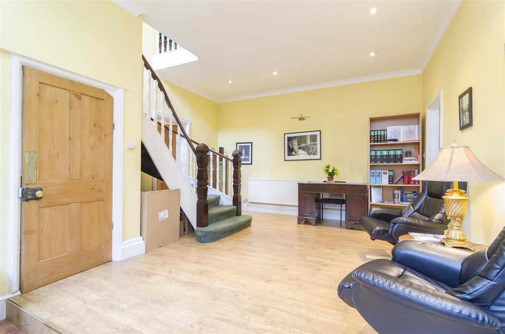 3 Bedrooms House for sale in London Road, Hertford