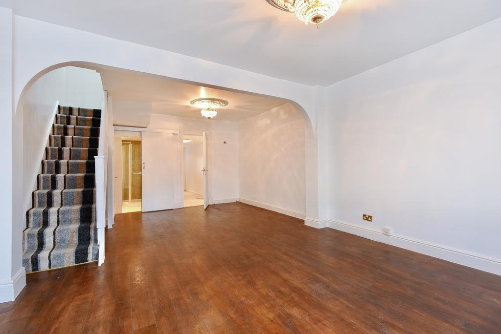 3 Bedrooms Terraced House for sale in Wells Way London SE5