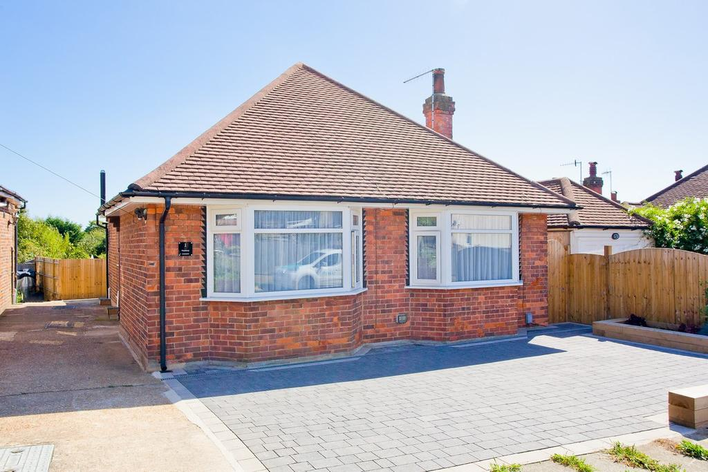 2 Bedrooms Detached Bungalow for sale in Meadway Crescent, Hove BN3