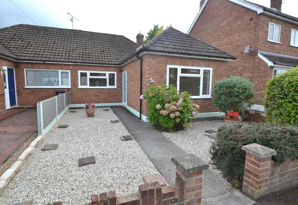 2 Bedrooms Semi Detached Bungalow for sale in Robin Close, Billericay, Essex, CM12