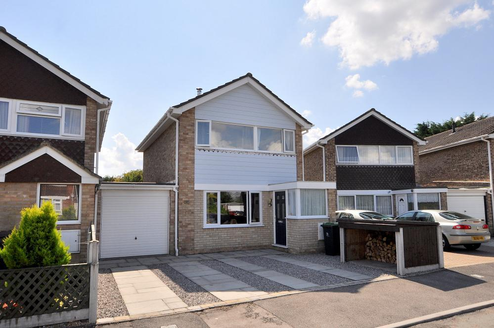 4 Bedrooms Link Detached House for sale in West Moors