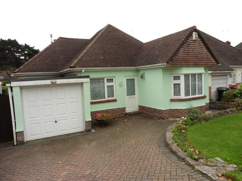 3 Bedrooms Detached Bungalow for sale in Parkway Drive, Queens Park, Bournemouth