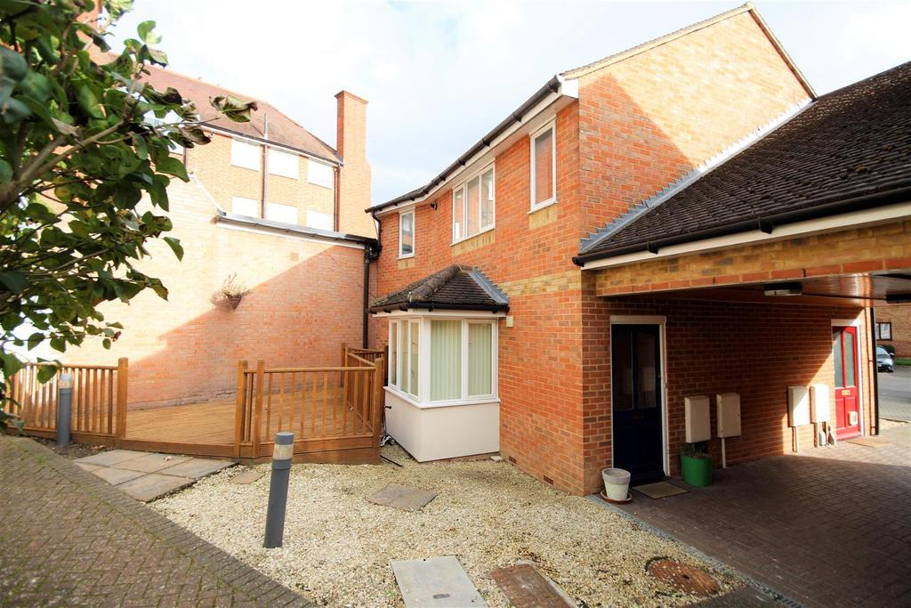 1 Bedroom Maisonette Flat for sale in Polehampton Close, Twyford, Reading