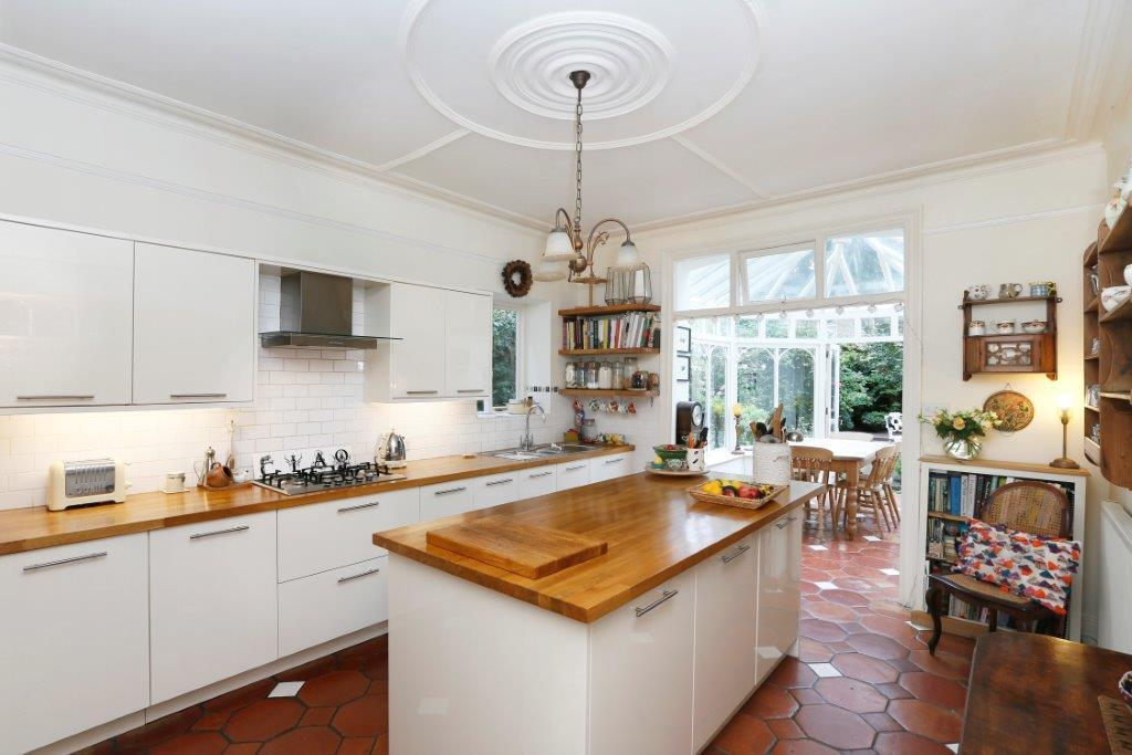 5 Bedrooms Terraced House for sale in Louisville Road, London SW17