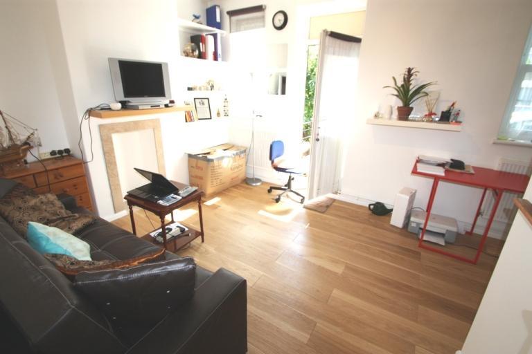 1 Bedroom Flat for sale in Bridlington House, Battersea SW11