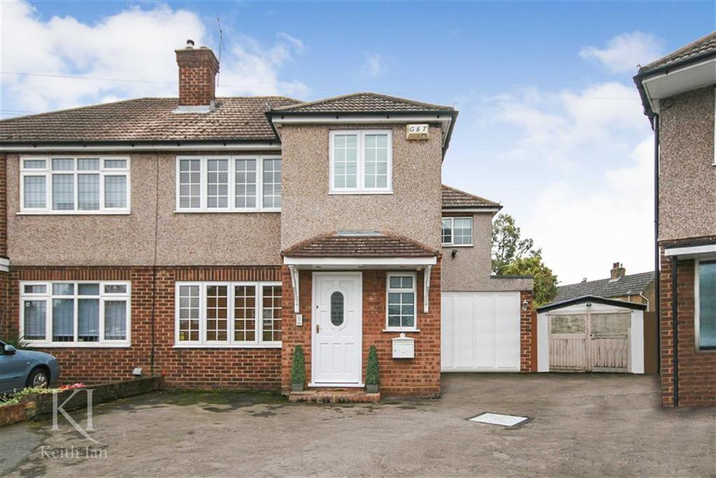 4 Bedrooms Semi Detached House for sale in Penton Drive, Cheshunt
