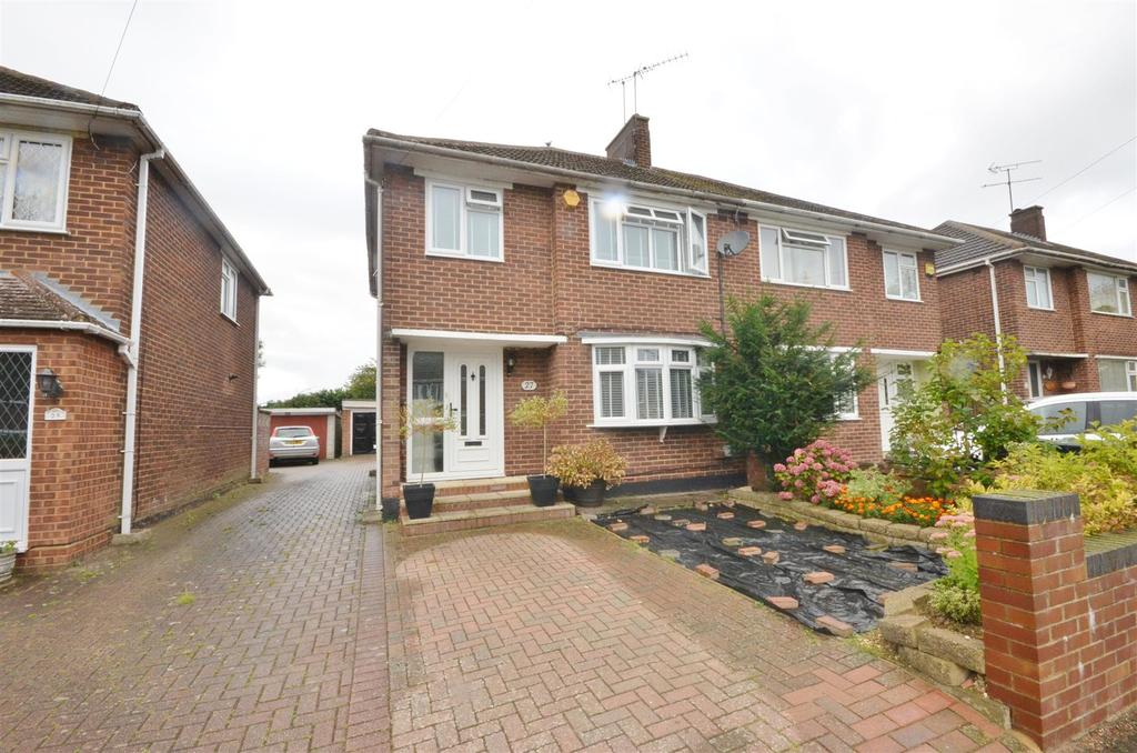 3 Bedrooms Semi Detached House for sale in Rossfold Road, Sundon Park