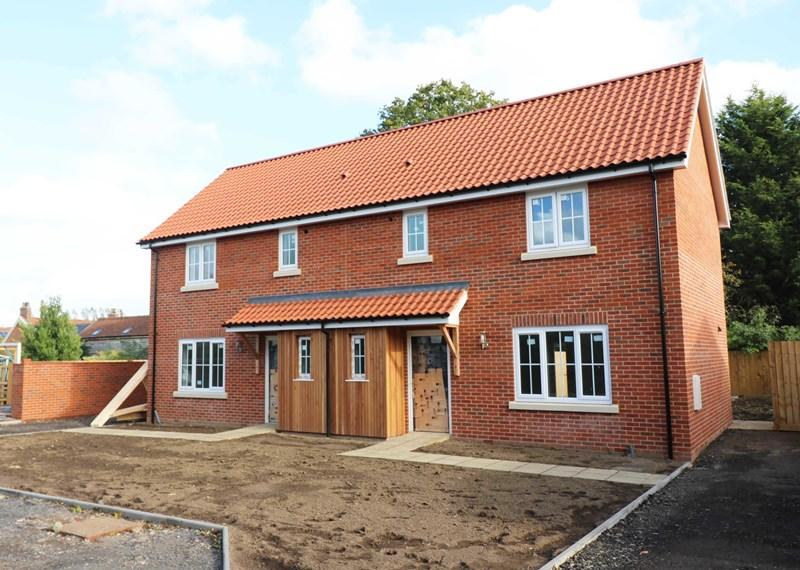 2 Bedrooms Semi Detached House for sale in Station Road, Spooner Row, Wymondham