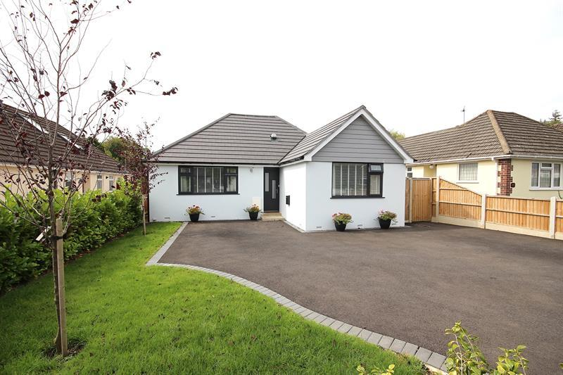4 Bedrooms Detached Bungalow for sale in Fairview Crescent, Broadstone