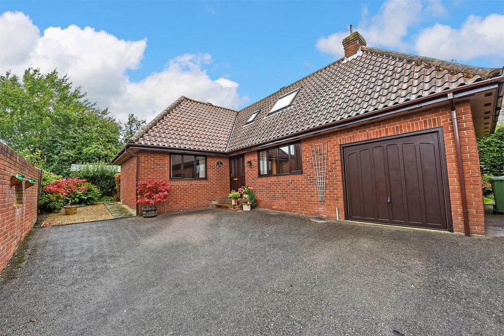 4 Bedrooms Chalet House for sale in Broadview Close, Binsted, Alton, Hampshire