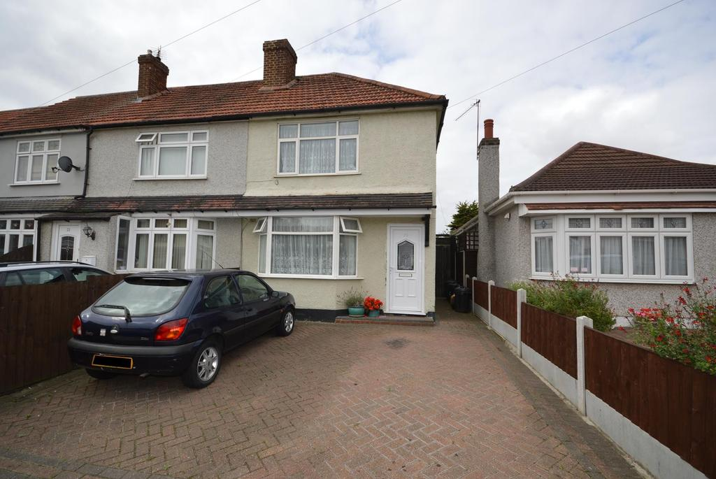 3 Bedrooms End Of Terrace House for sale in Tennyson Road, Romford, RM3