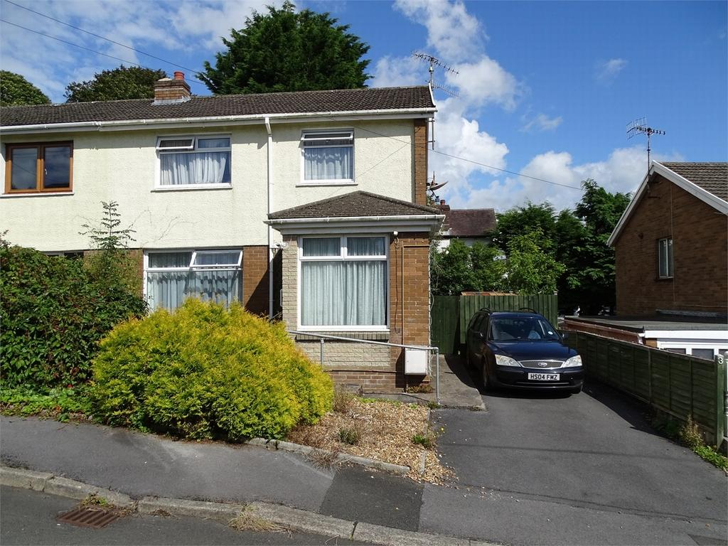 3 Bedrooms Semi Detached House for sale in 3 Ael Y Bryn Close, Llanelli, Carmarthenshire