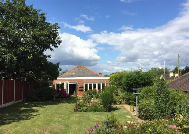 3 Bedrooms Bungalow for sale in Hill View, Cross Roads, Bayston Hill, Shrewsbury