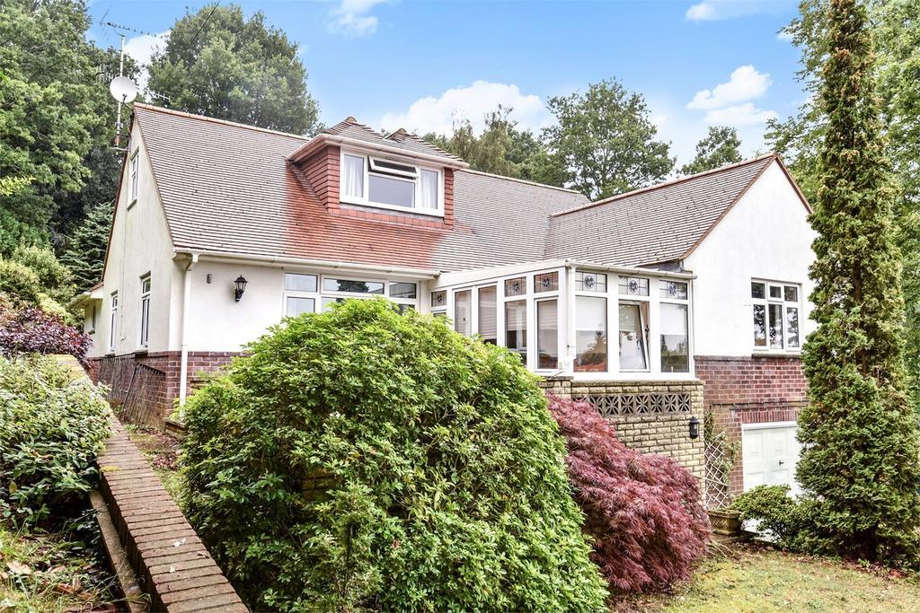 3 Bedrooms Detached House for sale in Lower Bourne, Farnham, Surrey