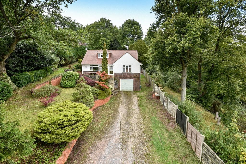 3 Bedrooms Detached House for sale in Lower Bourne, Farnham, Surrey