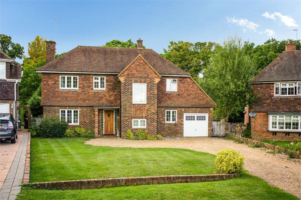 4 Bedrooms Detached House for sale in Woodlands Park, Guildford, Surrey