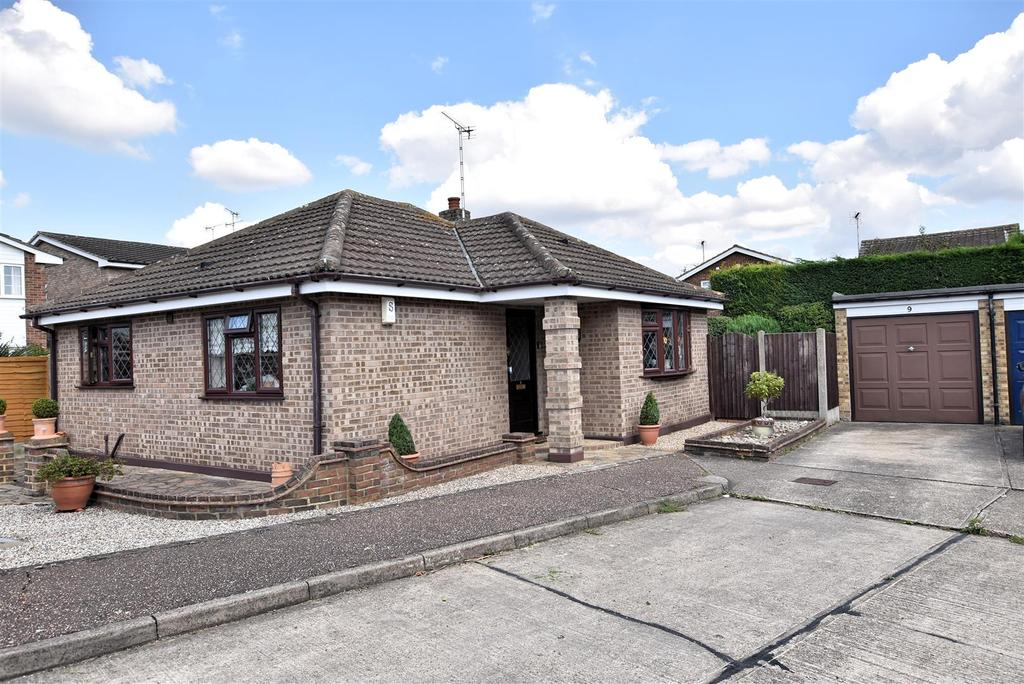 2 Bedrooms Detached Bungalow for sale in Daws Heath