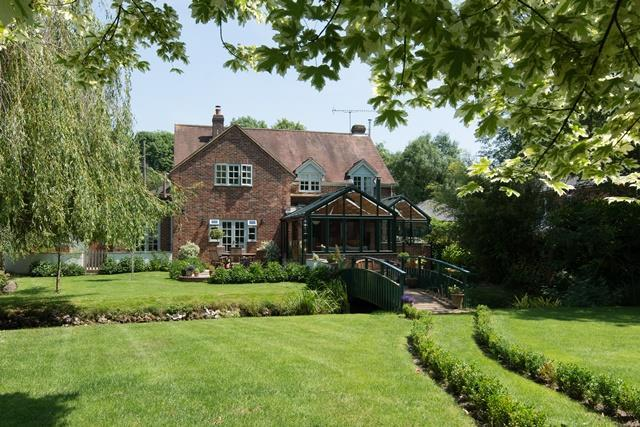 4 Bedrooms Detached House for sale in Over Wallop, Hampshire