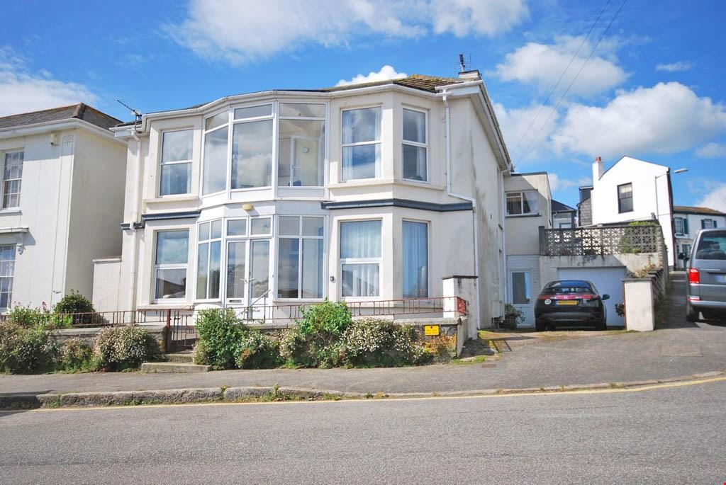 2 Bedrooms Ground Flat for sale in Wodehouse Terrace, Falmouth, South Cornwall, TR11