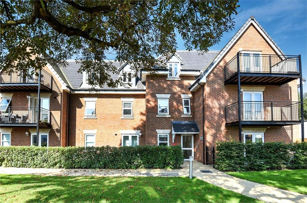 1 Bedroom Flat for sale in Beech House, 303 Molesey Road, Hersham, Walton-on-Thames, Surrey